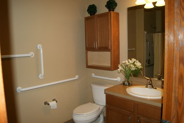 Crossings Apt Bathroom VT17